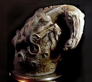 La statue Créature Sortant de l'Oeuf