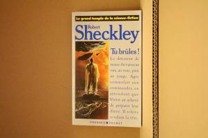 Tu brûles ! de Robert SHECKLEY (Le Grand Temple de la S-F)
