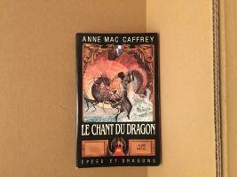 Le Chant du dragon de Anne McCAFFREY (Epées et dragons)