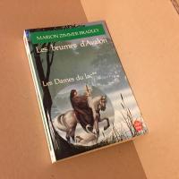 Les Brumes d'Avalon de Marion Zimmer BRADLEY (Livre de poche Fantasy)