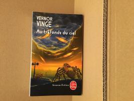 Au tréfonds du ciel de Vernor VINGE (Livre de Poche SF)