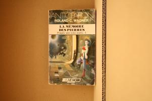La Mémoire des pierres de Roland C. WAGNER (Anticipation)